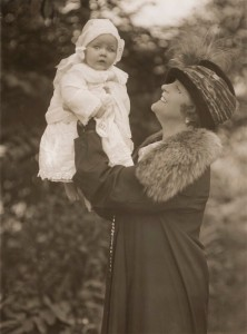Eva-Moore-with-baby-granddaughter